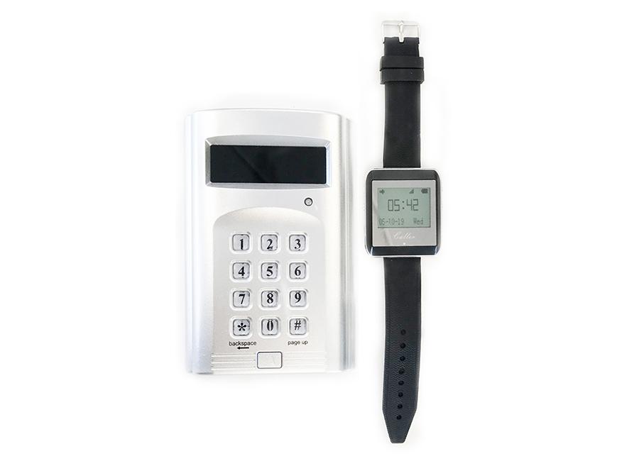 Tjener kaldesystem controller og ur